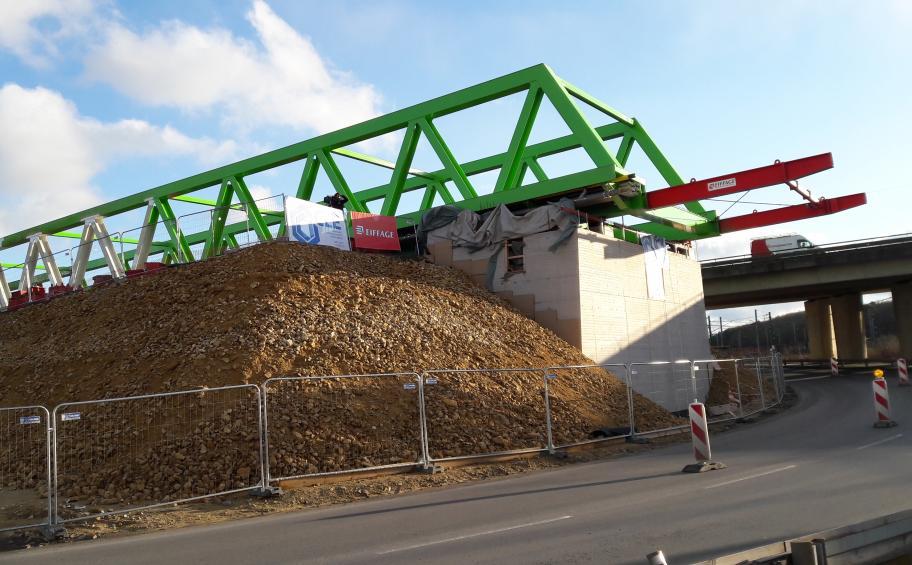 Eiffage Métal : premier lançage du pont de Dudelange réussi au Luxembourg