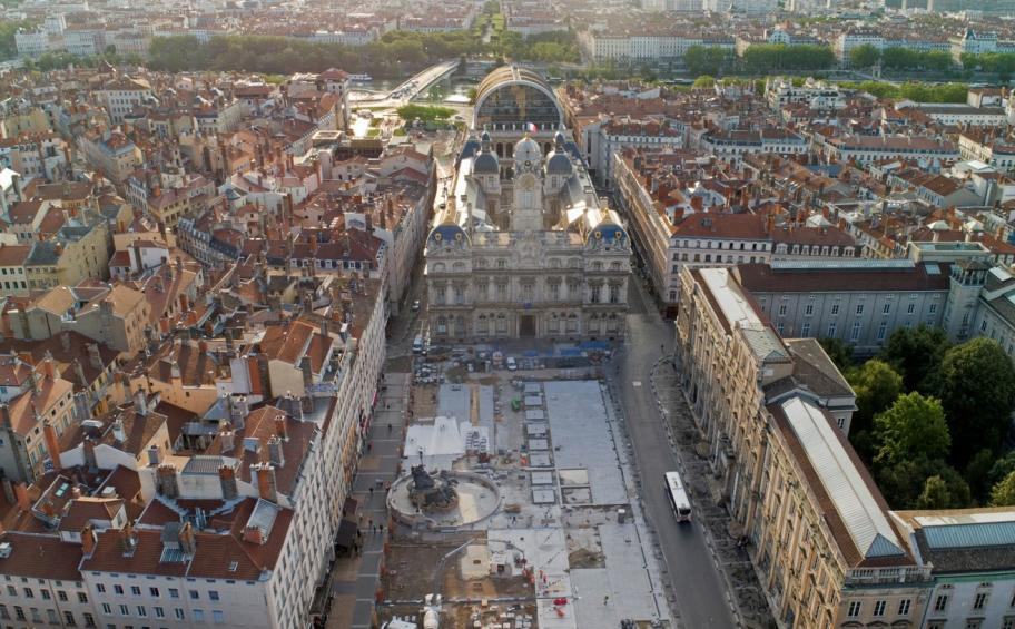 Lyon: la place des Terreaux fait peau neuve avec Eiffage Génie Civil
