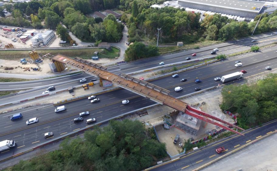 Tram-train Massy-Evry: un premier pont lancé